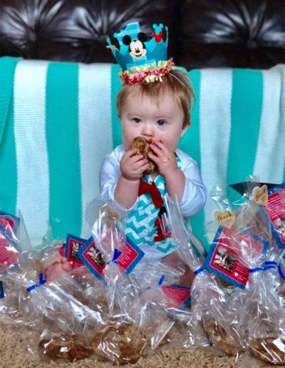 baby-bday-eating-cookies